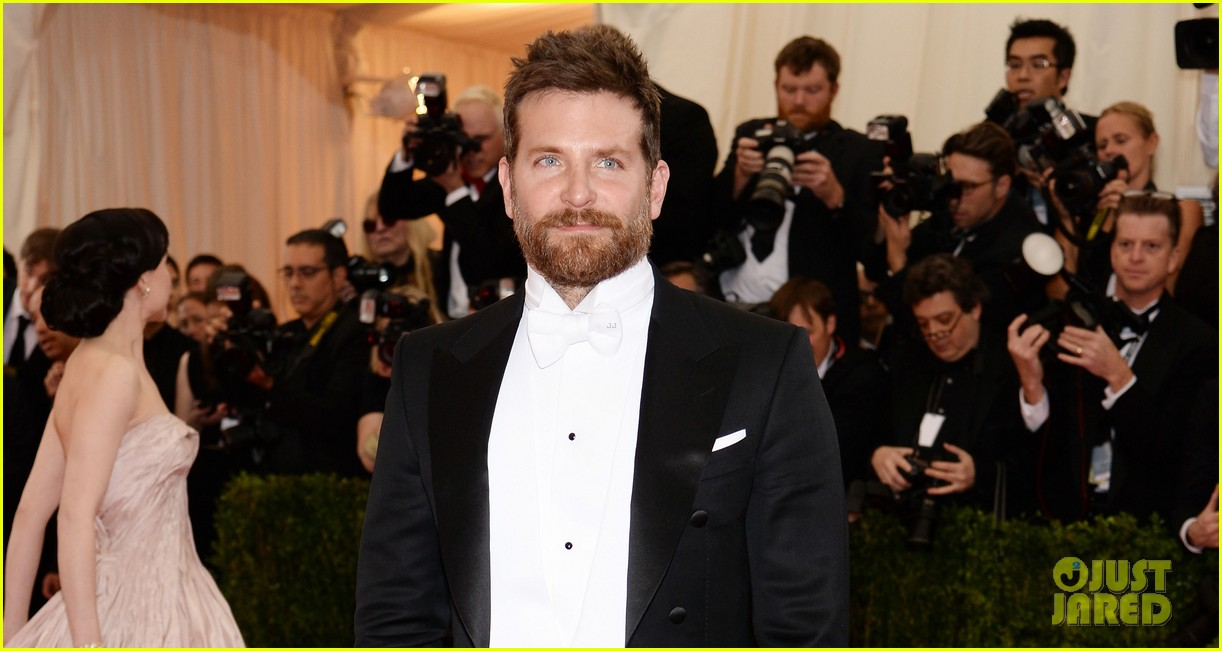 bradley cooper met ball 2014 red carpet 053105870