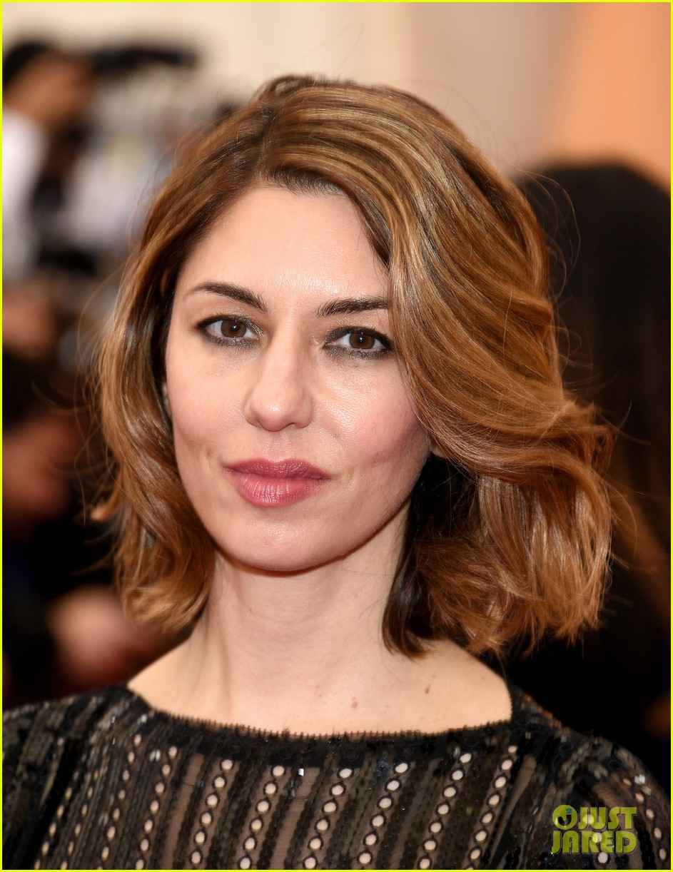 sofia coppola stands in front of the camera at met ball 2014 033106524