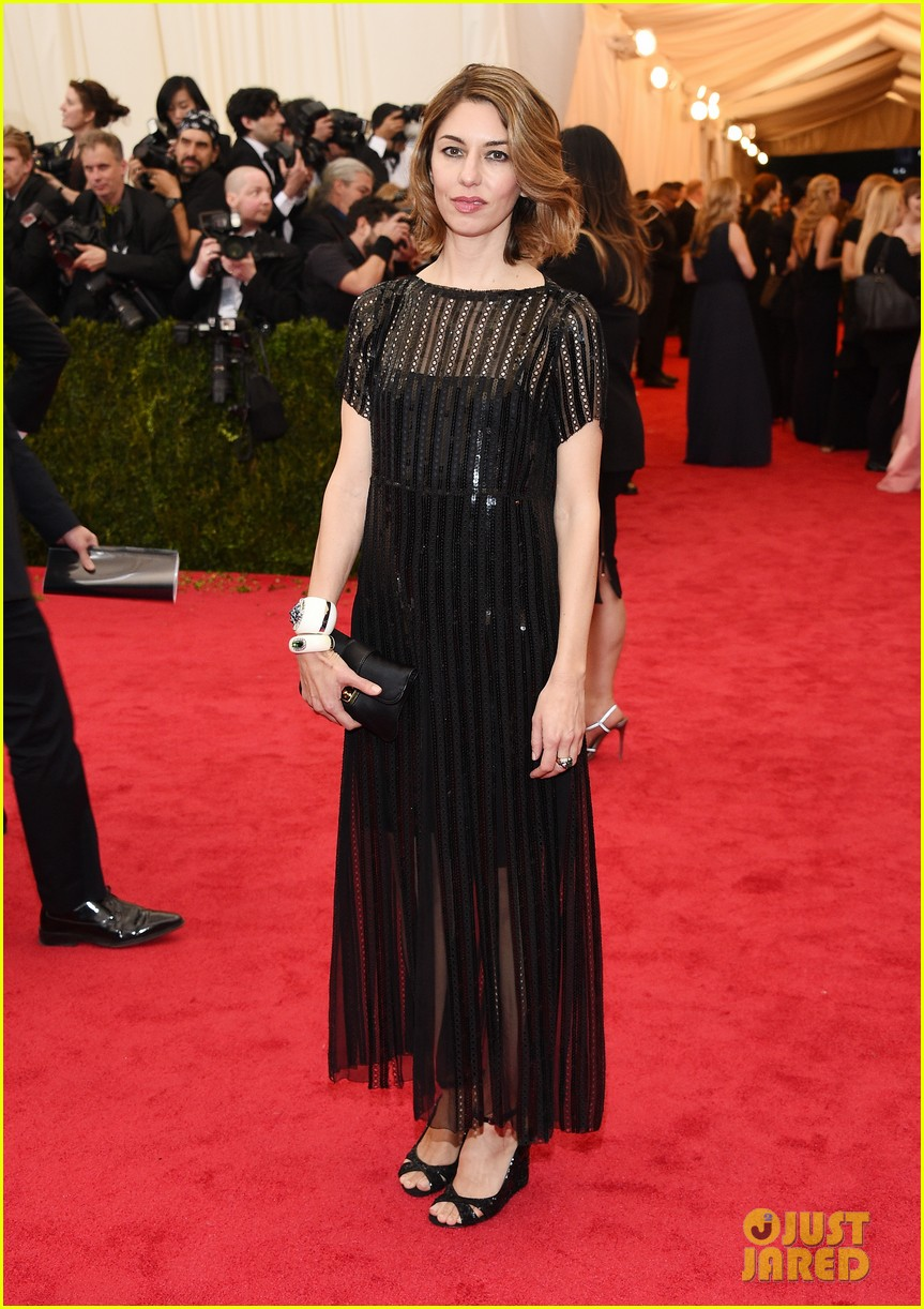 sofia coppola stands in front of the camera at met ball 2014 043106525