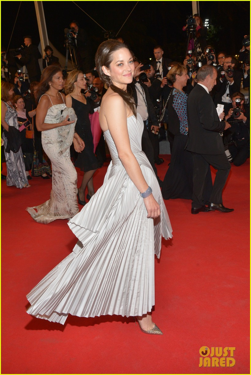 marion cotillard supports guillaume canet cannes premiere 06