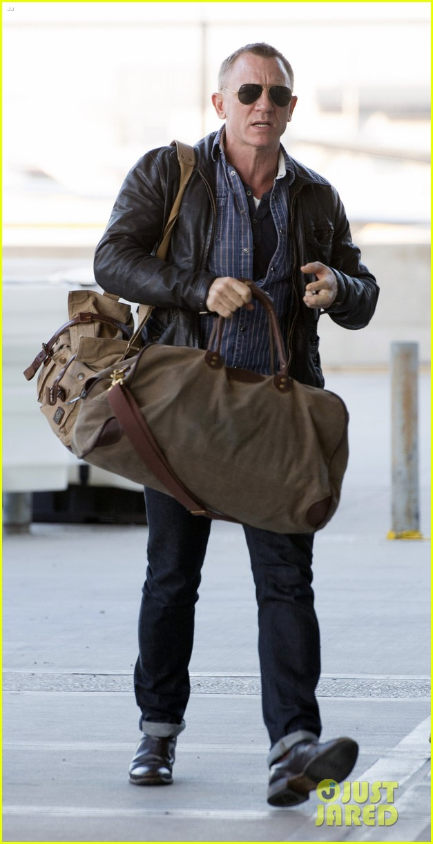 daniel craig keeps it cool for nyc departure 083117348