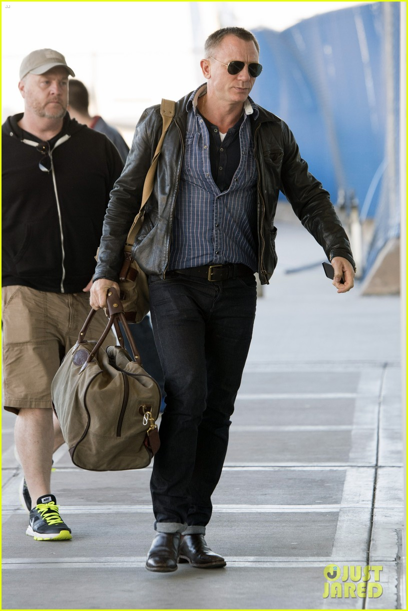 daniel craig keeps it cool for nyc departure 093117349