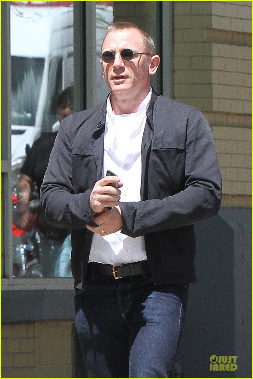 daniel craig motorcycle shopping rachel weisz lobster 063106995