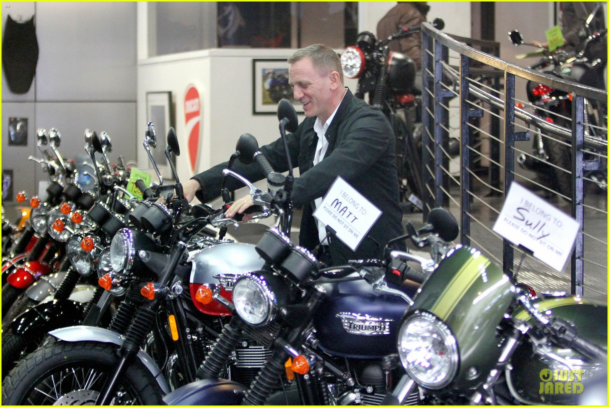daniel craig motorcycle shopping rachel weisz lobster 073106996