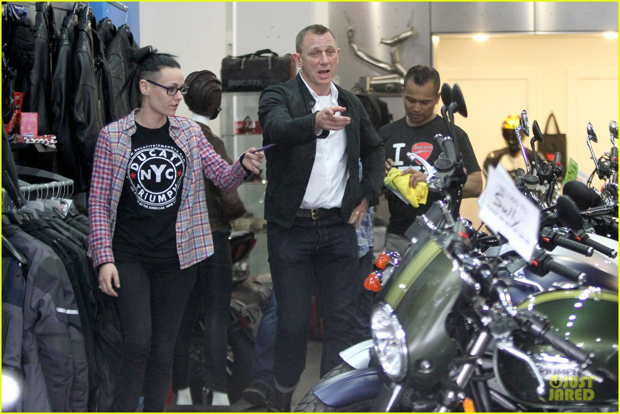 daniel craig motorcycle shopping rachel weisz lobster 083106997
