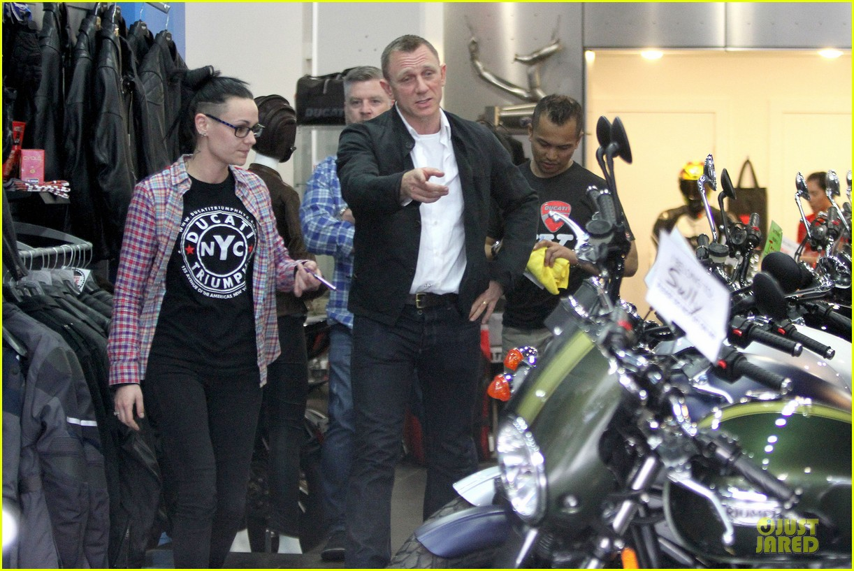 daniel craig motorcycle shopping rachel weisz lobster 163107005
