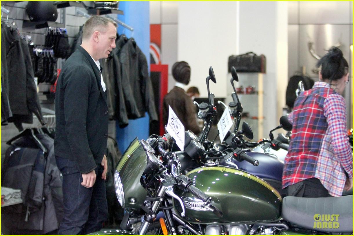 daniel craig motorcycle shopping rachel weisz lobster 183107007
