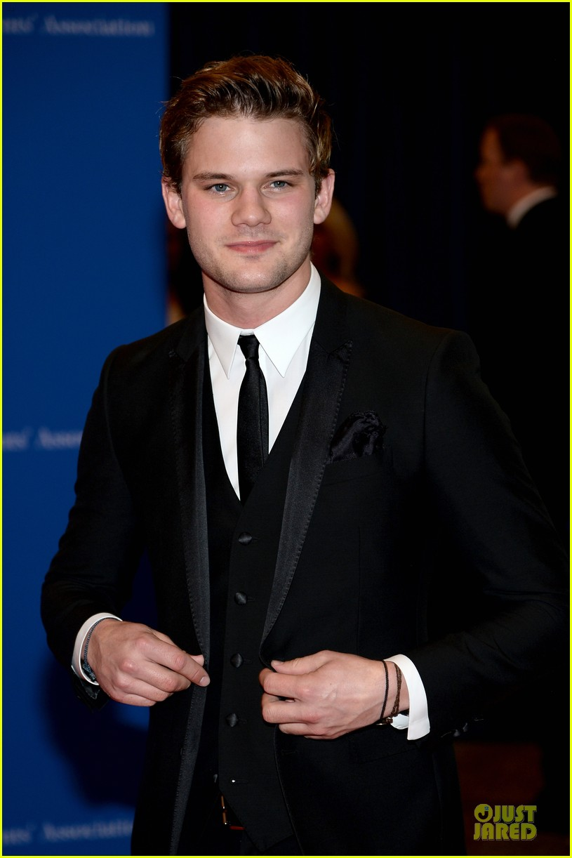 darren criss jeremy irvine white house correspondents dinner 2014 04