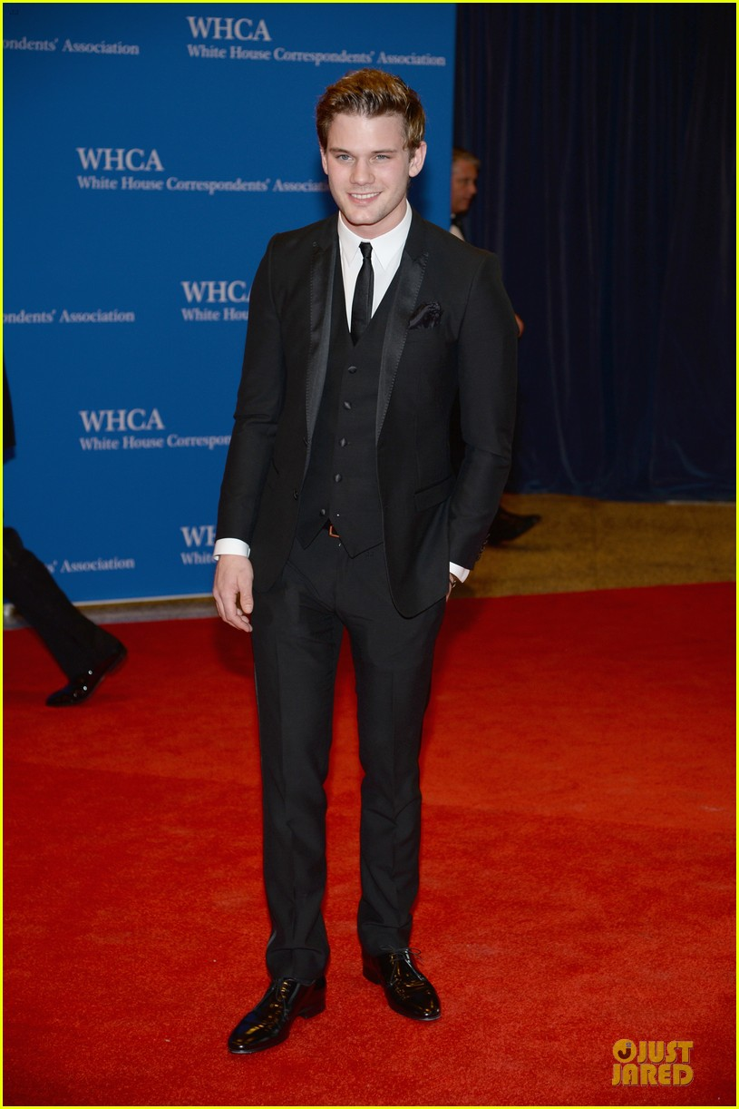 darren criss jeremy irvine white house correspondents dinner 2014 073104693