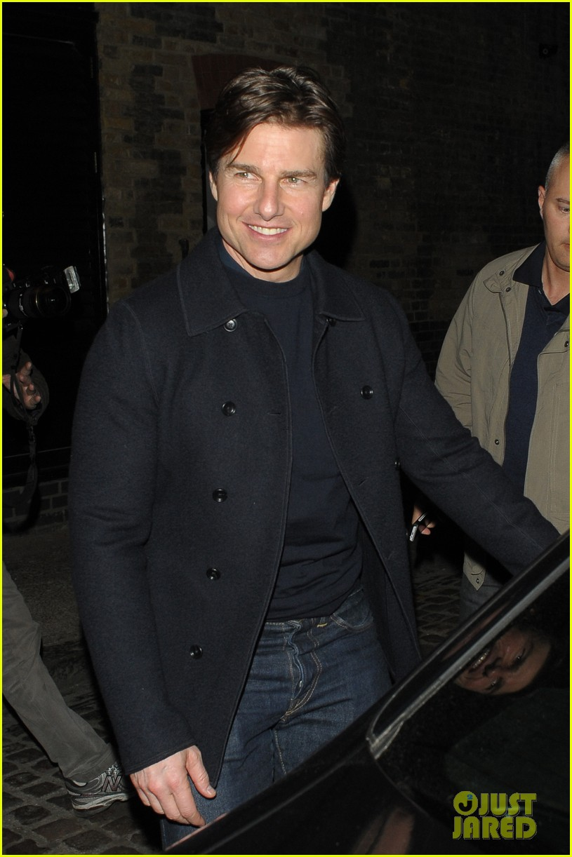 tom cruise jumped on oprahs couch nine years ago 023118508