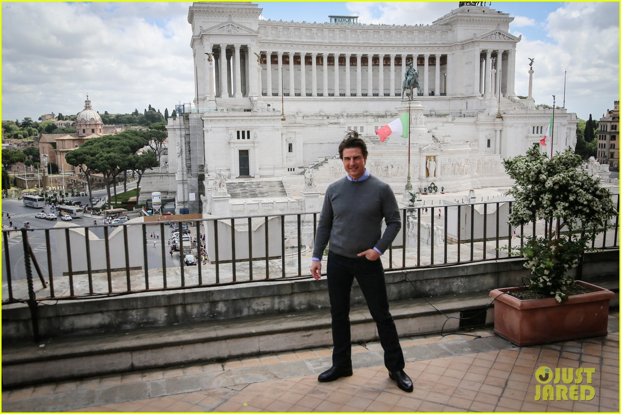 tom cruise getting prepped for three cities in one day 013122688