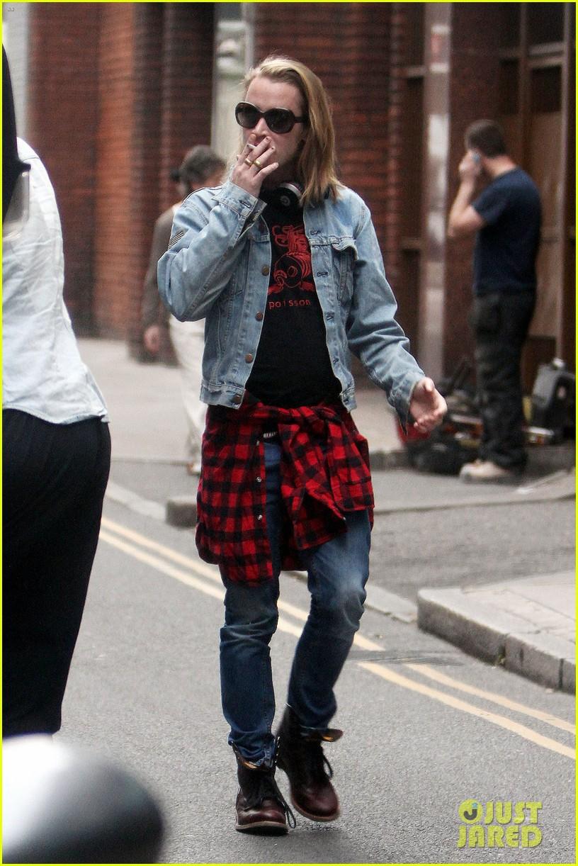 macaulay culkin leaves his ryan gosling shirt at home 013119224