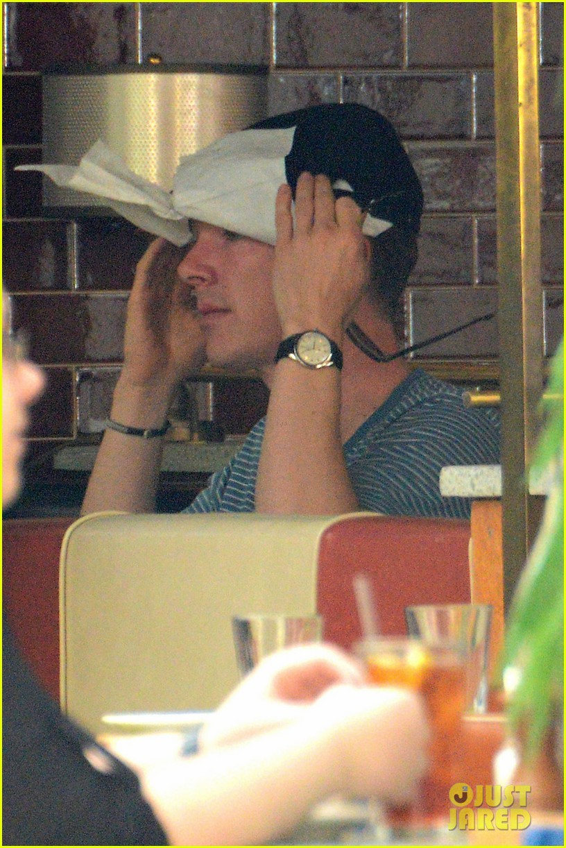 benedict cumerbatch lunches with dakota johnson decorates his face with napkins 033106977