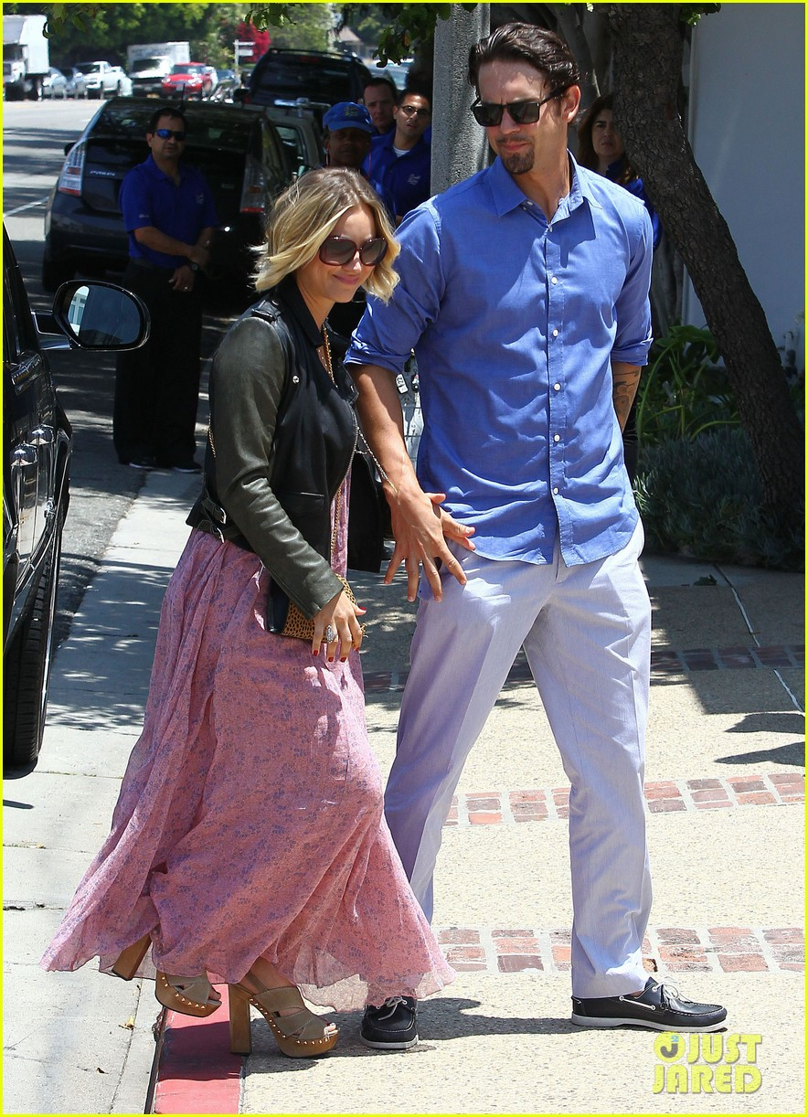 kaley cuoco hits up joel silvers memorial day party with ryan sweeting 013122534