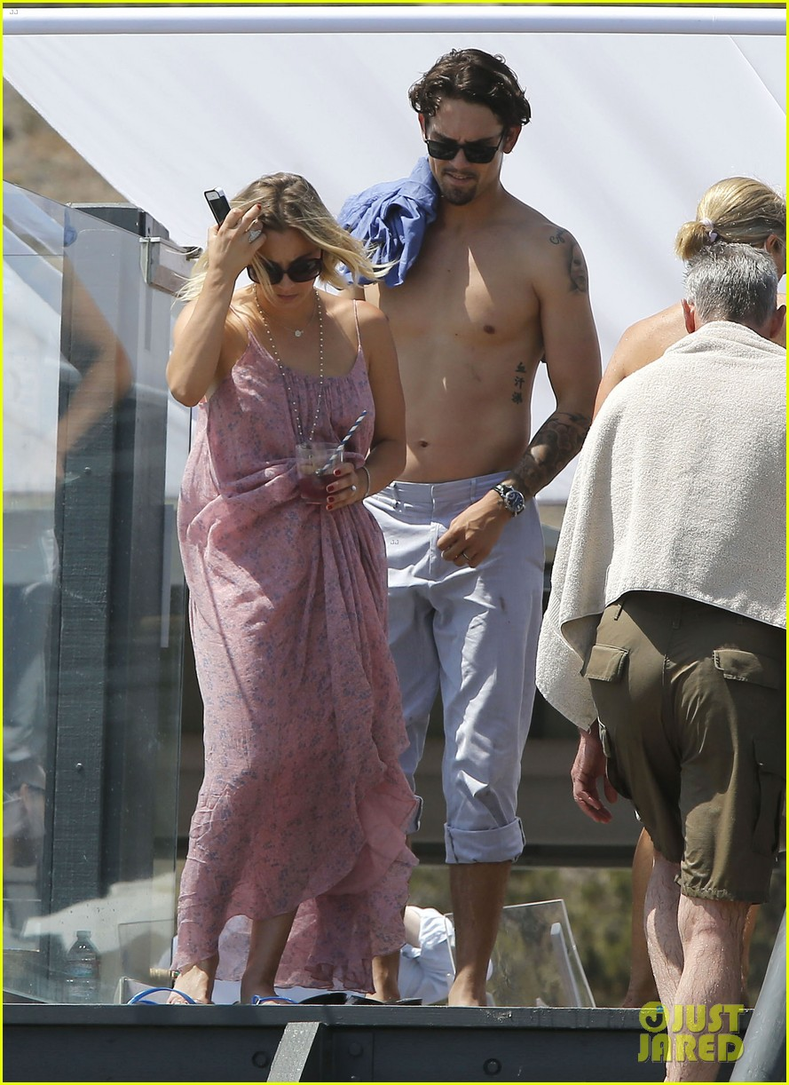 kaley cuoco hits up joel silvers memorial day party with ryan sweeting 043122537