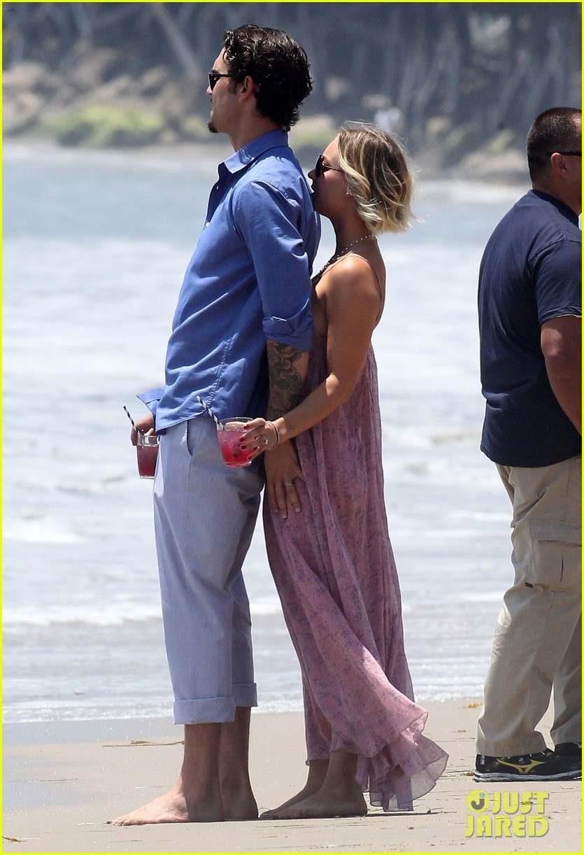 kaley cuoco hits up joel silvers memorial day party with ryan sweeting 063122539