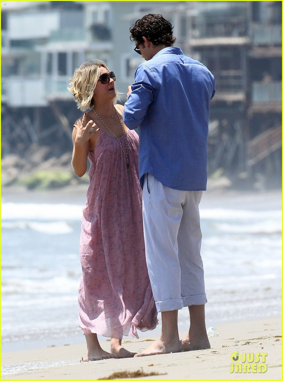 kaley cuoco hits up joel silvers memorial day party with ryan sweeting 083122541