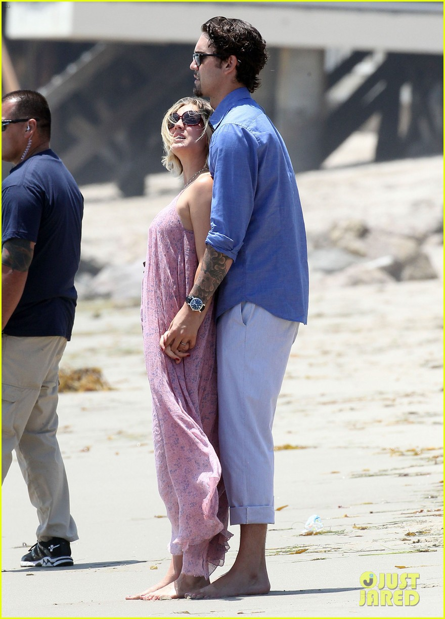 kaley cuoco hits up joel silvers memorial day party with ryan sweeting 103122543