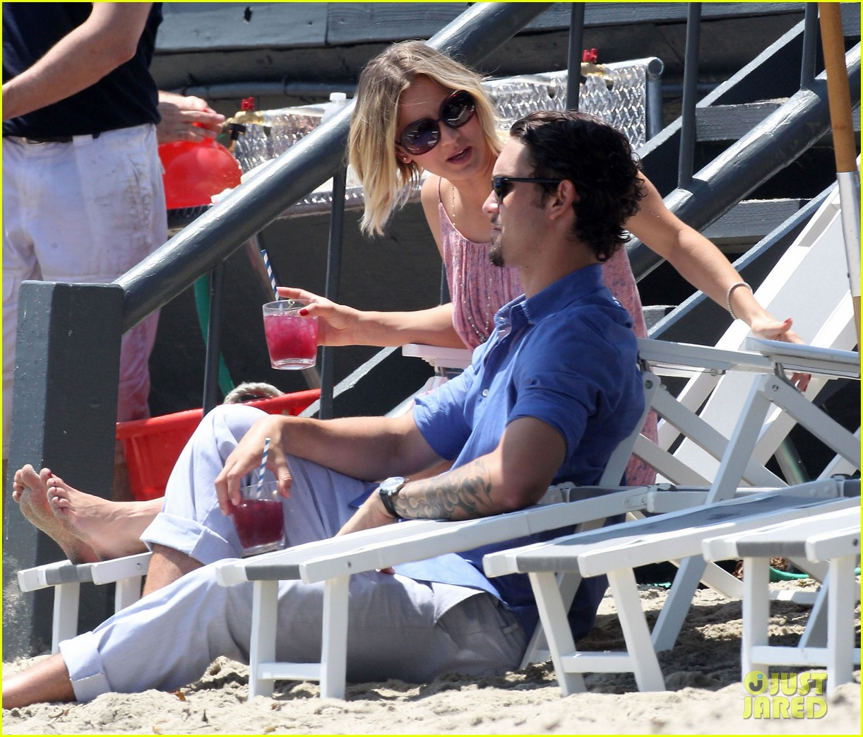 kaley cuoco hits up joel silvers memorial day party with ryan sweeting 113122544