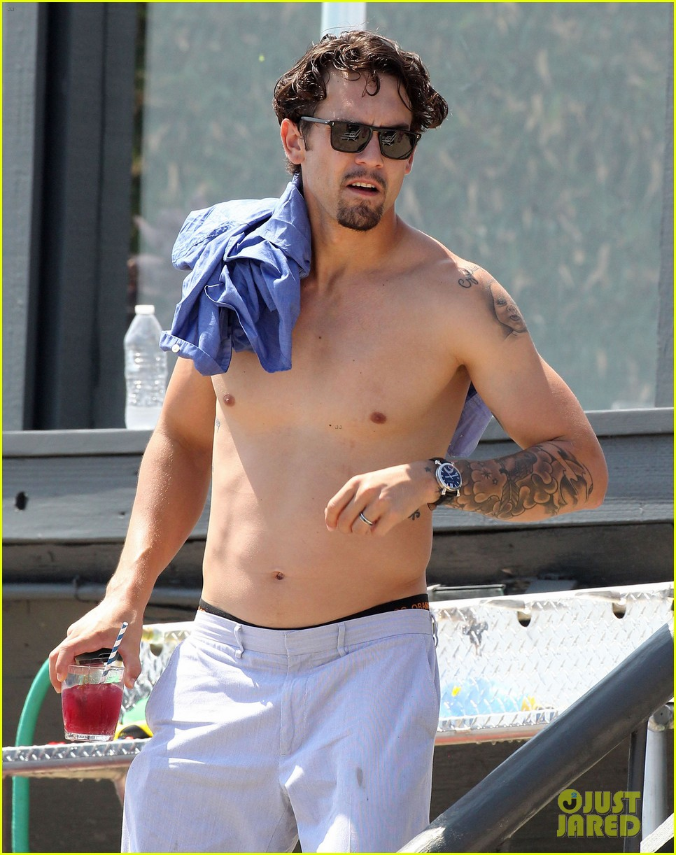 kaley cuoco hits up joel silvers memorial day party with ryan sweeting 123122545