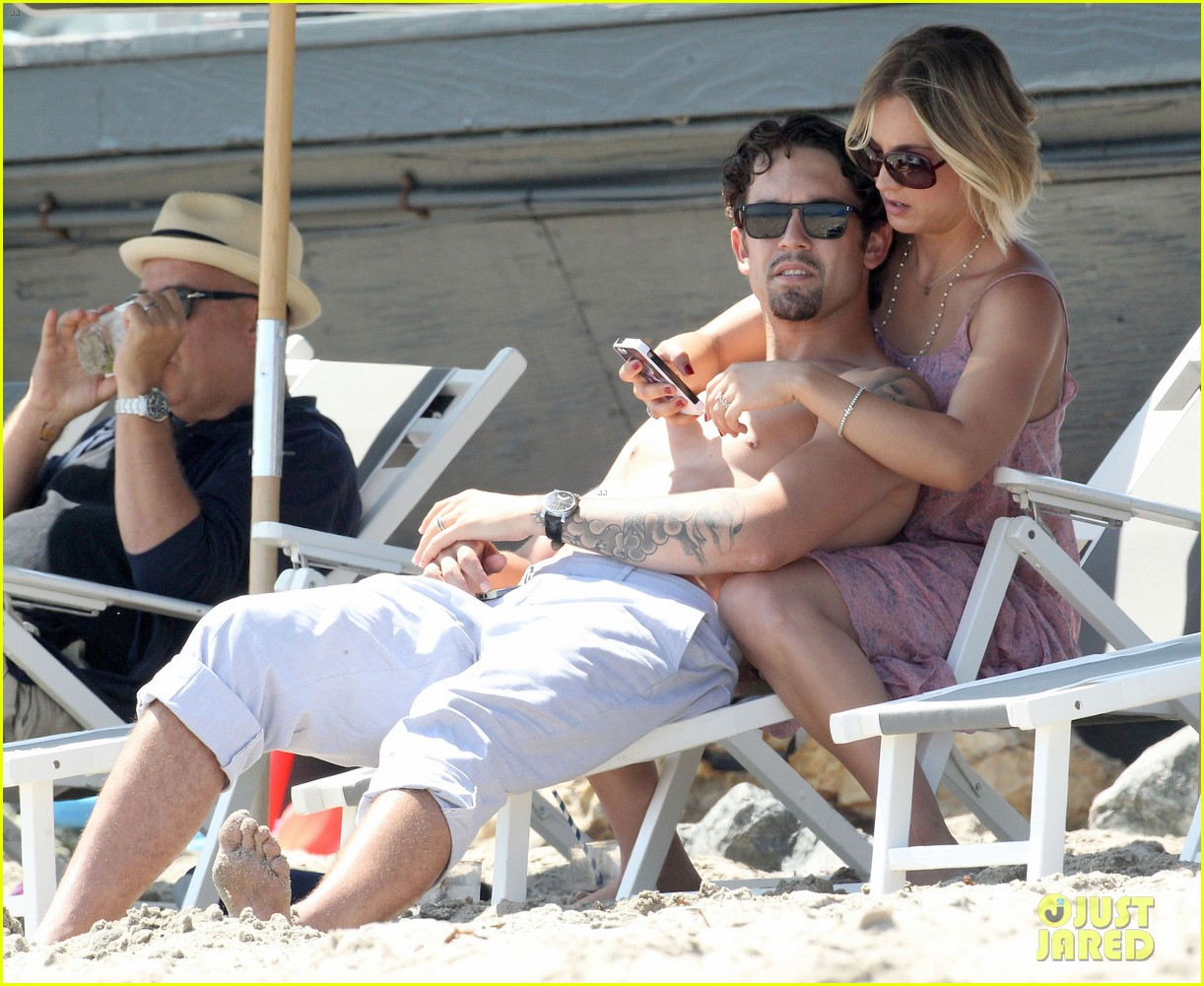 kaley cuoco hits up joel silvers memorial day party with ryan sweeting 153122548