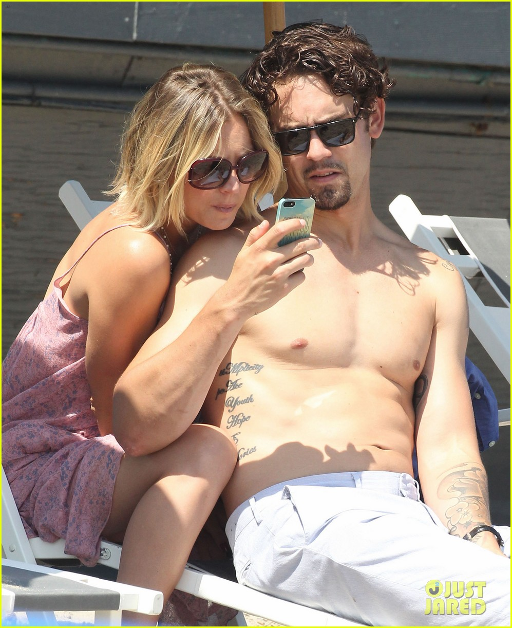 kaley cuoco hits up joel silvers memorial day party with ryan sweeting 193122552