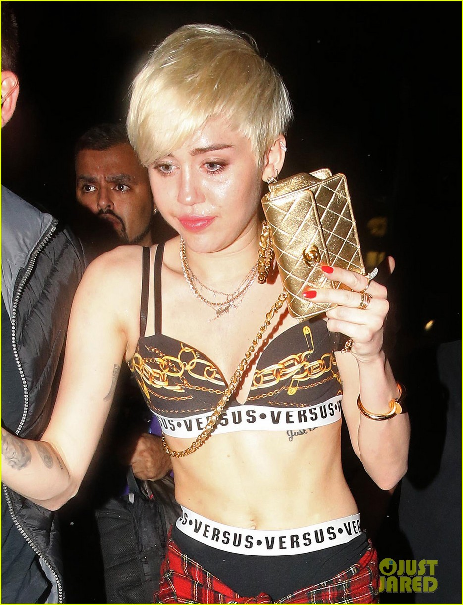 miley cyrus enters club fully clothed leaves in bra 023109046
