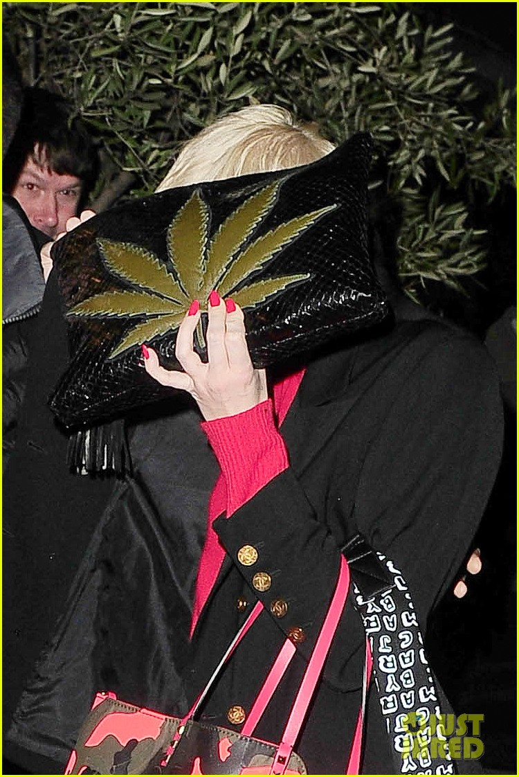 miley cyrus enters club fully clothed leaves in bra 073109051
