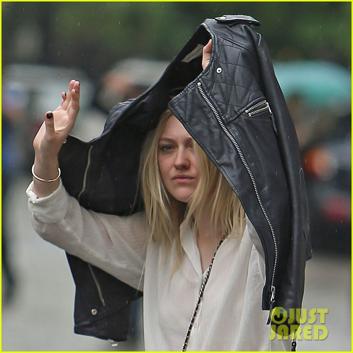 dakota fanning hides nyc rain 013119974