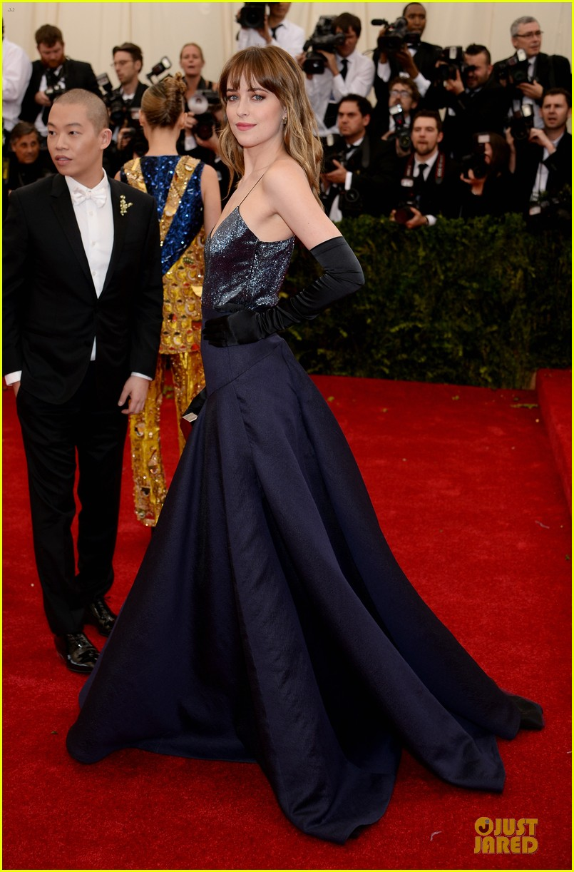 dakota johnson makes jason wu proud met ball 2014 033106028