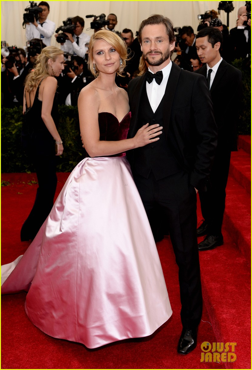 claire danes hugh dancy are perfectly picturesque at met ball 2014 023106242