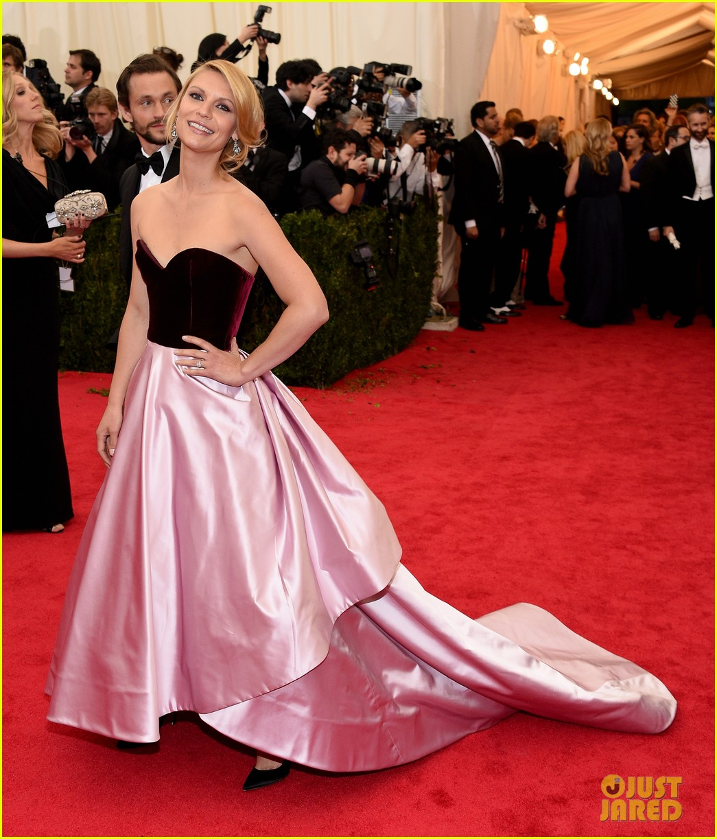 claire danes hugh dancy are perfectly picturesque at met ball 2014 053106245
