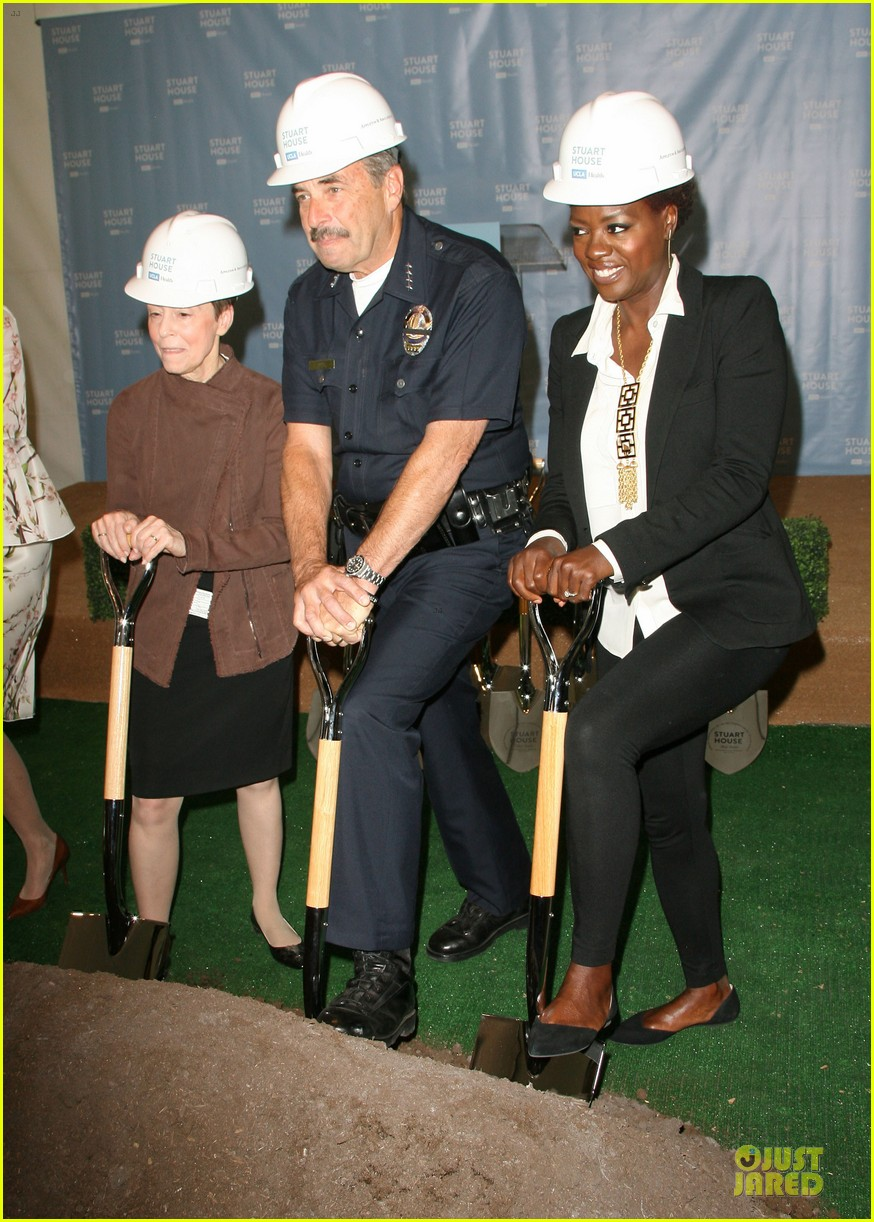 viola davis emily deschanel facility construction 013104571