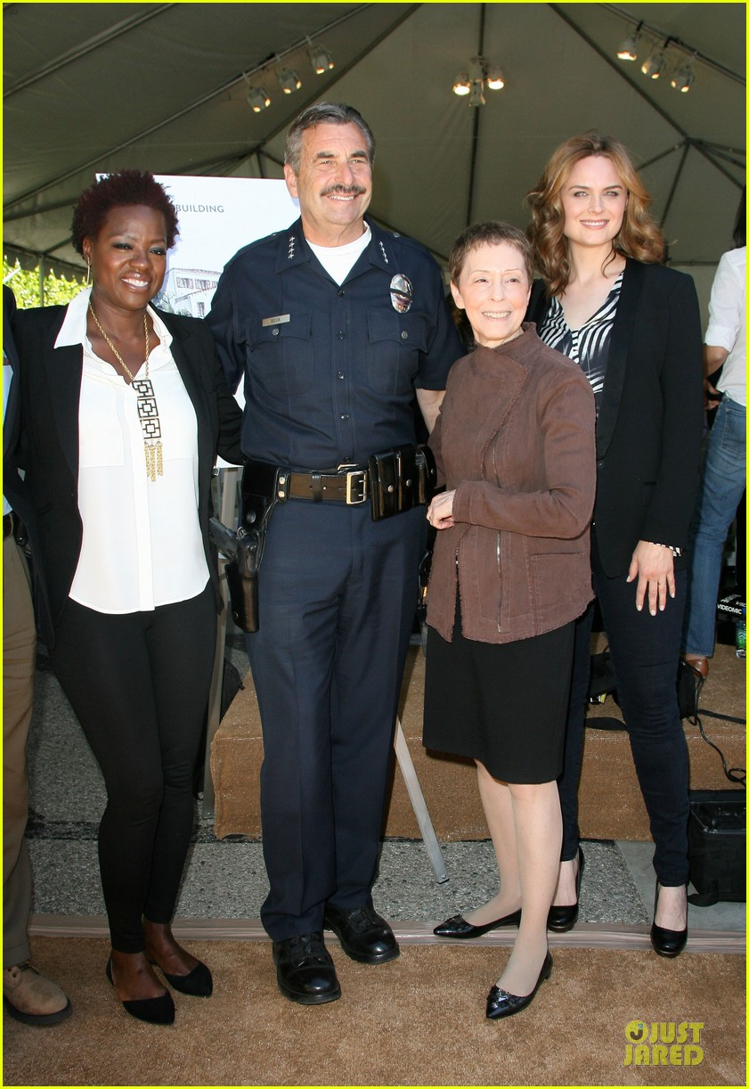 viola davis emily deschanel facility construction 033104573