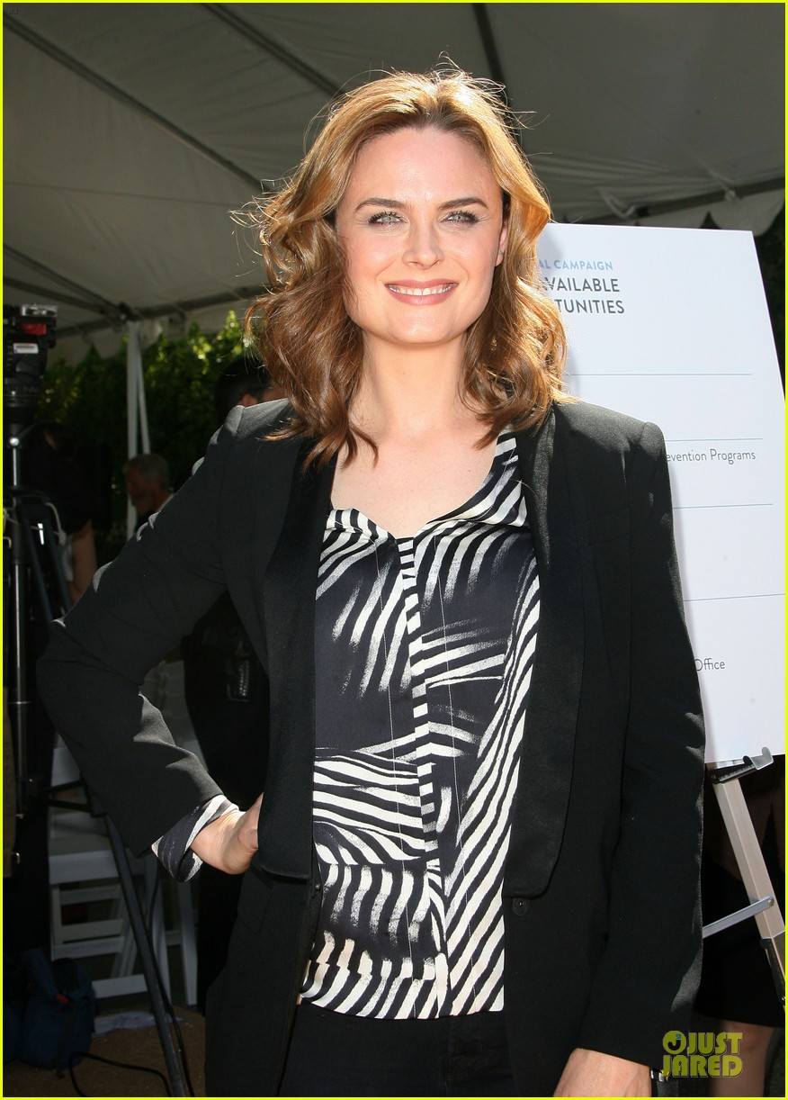 viola davis emily deschanel facility construction 043104574