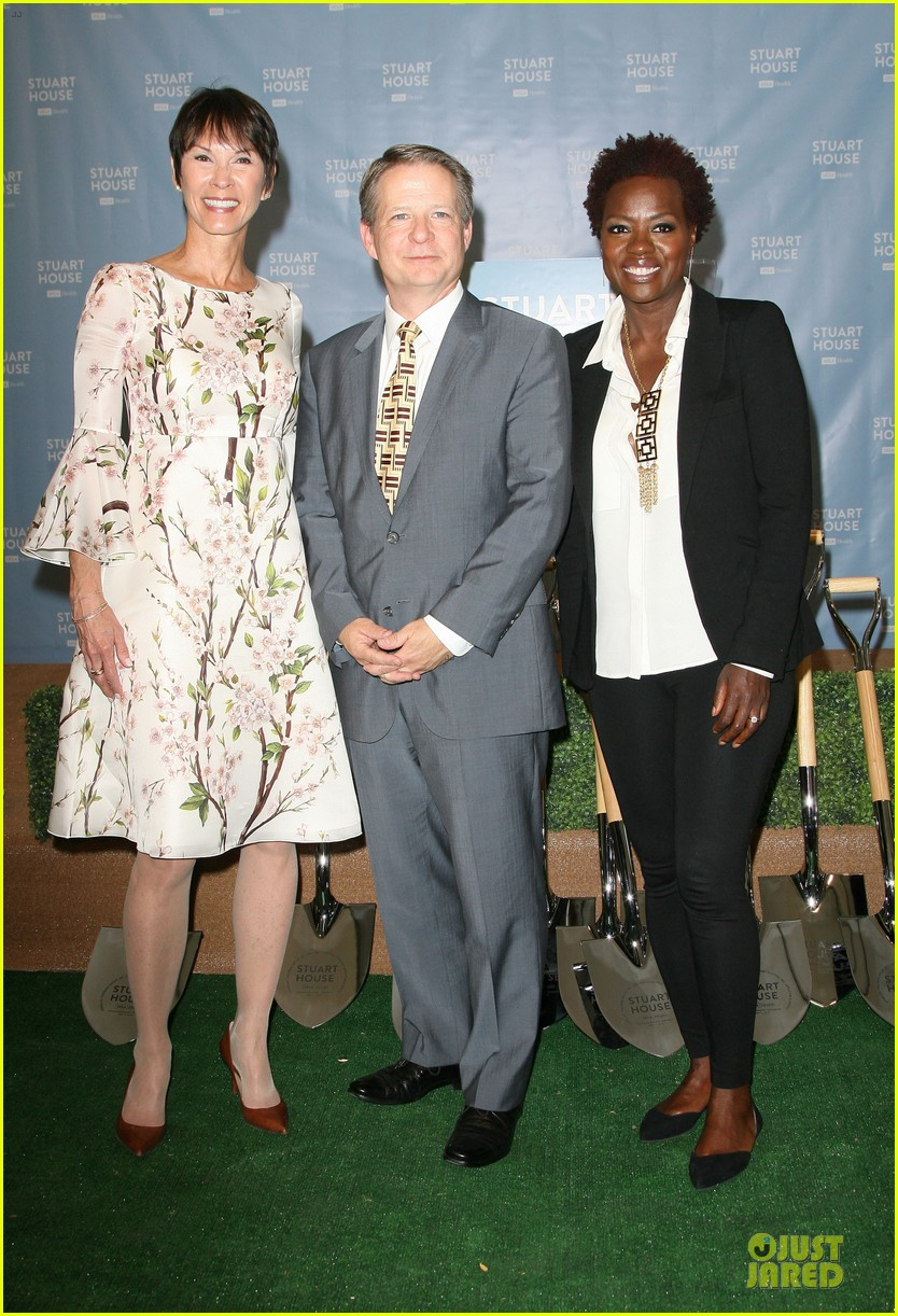 viola davis emily deschanel facility construction 163104586