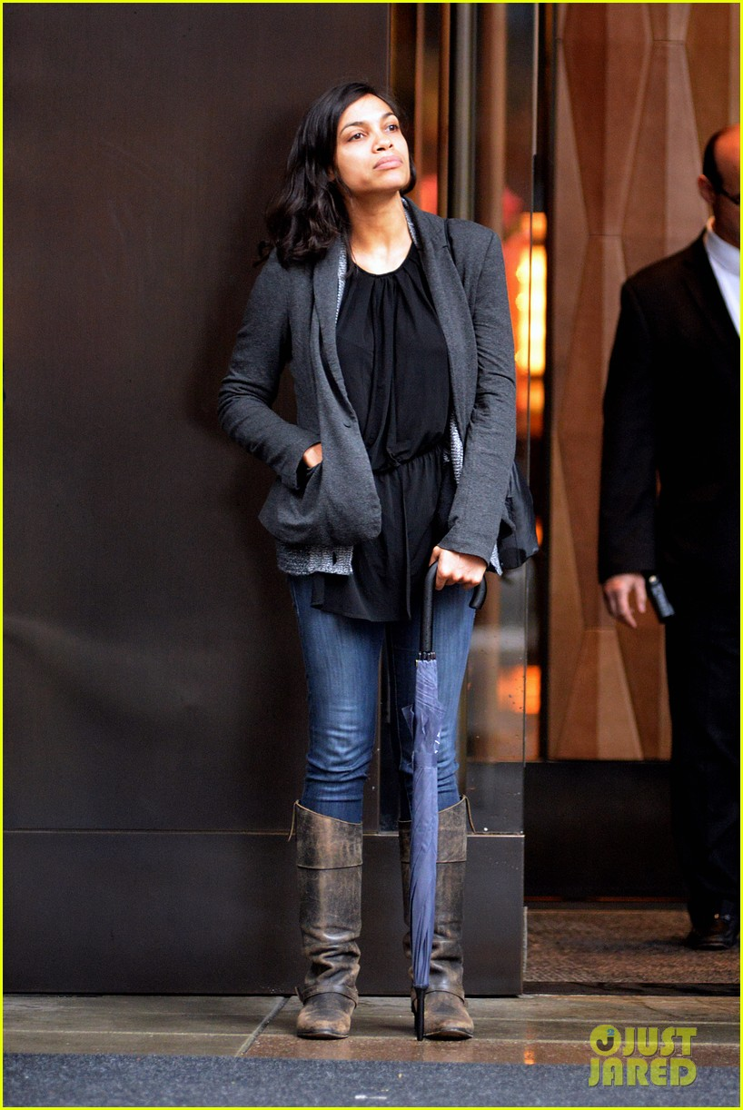 rosario dawson doesnt let the rainy day get her down 07