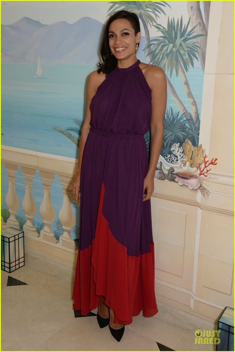 rosario dawson roses at expendables 3 dinner 053117119