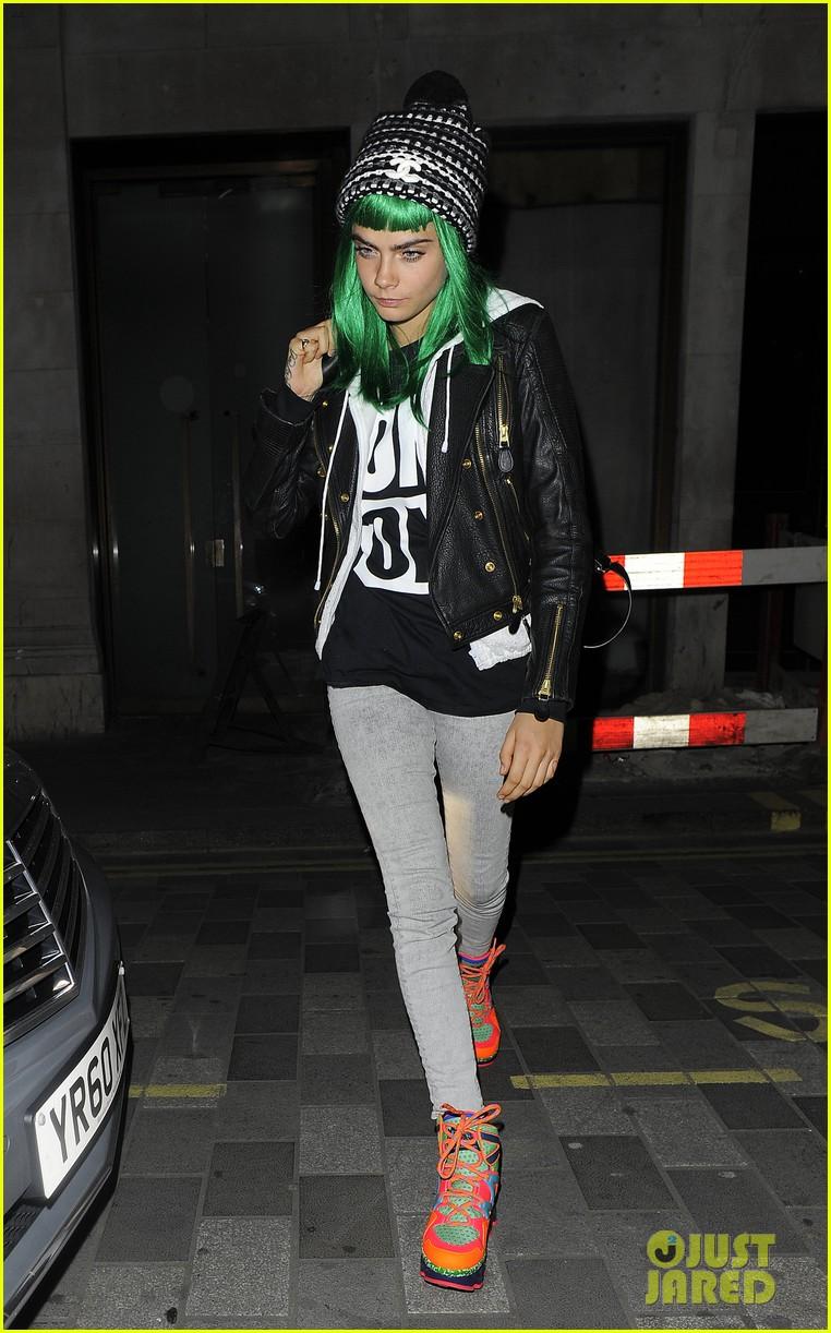 cara delevingne green white wigs 053125076