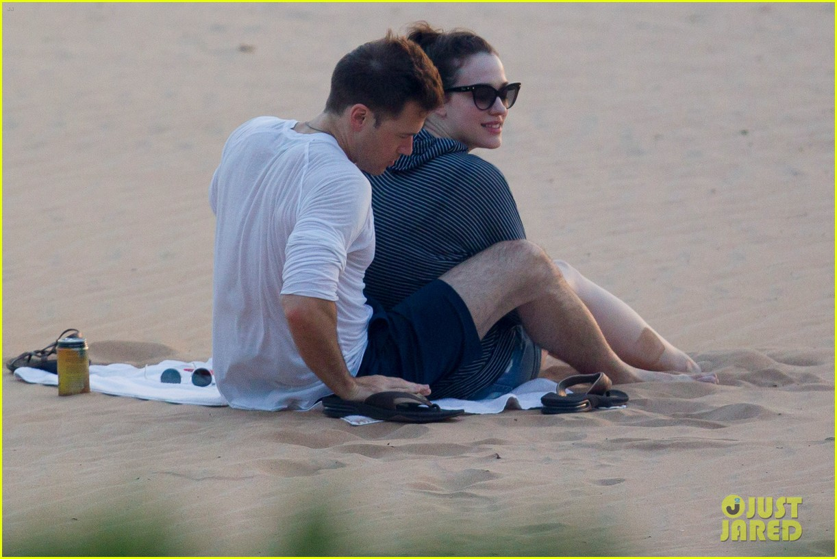 kat dennings nick zano enjoy romantic sunset in hawaii 013103923
