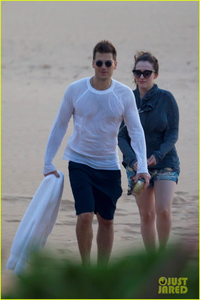 kat dennings nick zano enjoy romantic sunset in hawaii 04