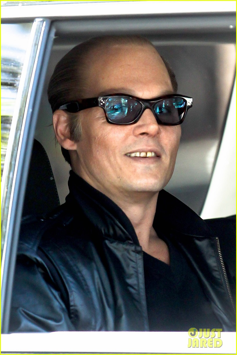johnny depp almost looks like jack nicholson in movie makeup 013119249