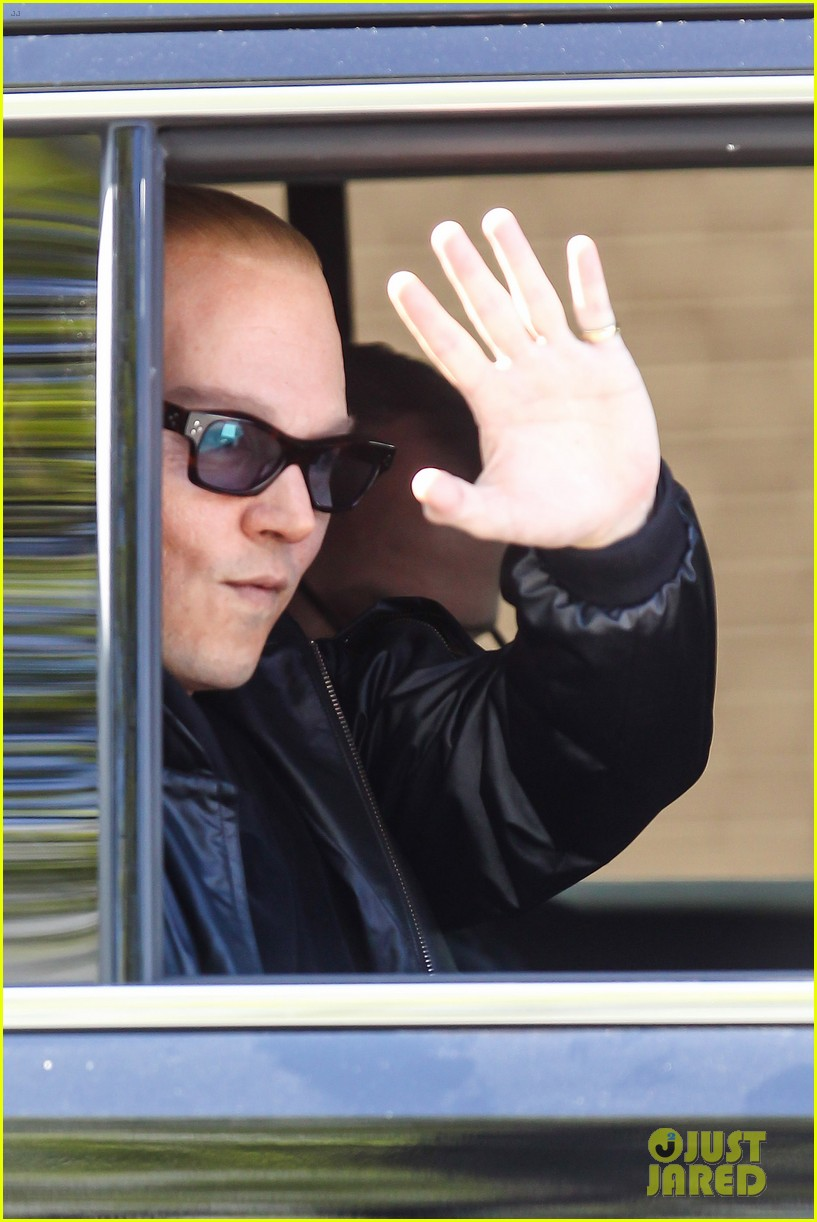 johnny depp almost looks like jack nicholson in movie makeup 083119256