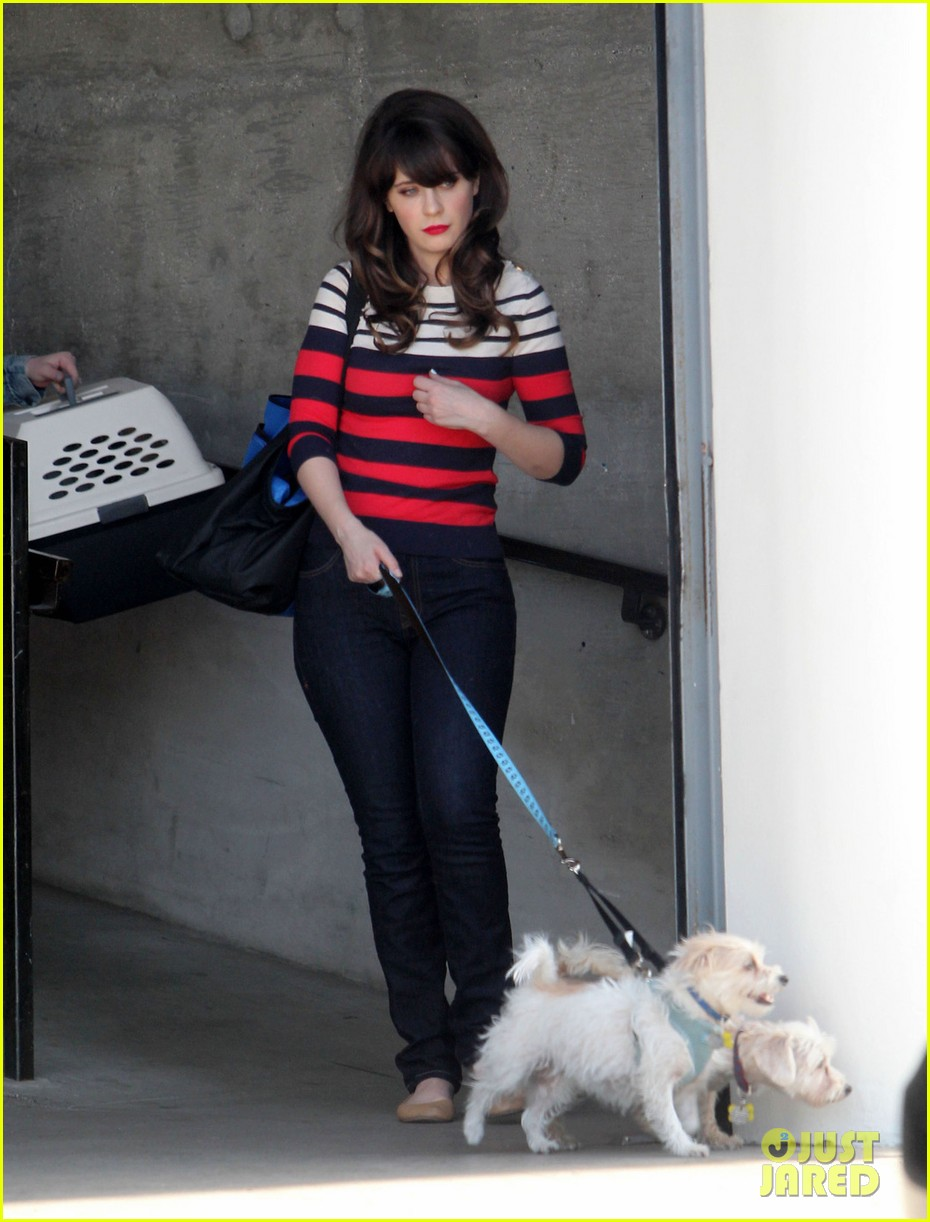 zooey deschanels new best friend forever kaley cuoco 013111220