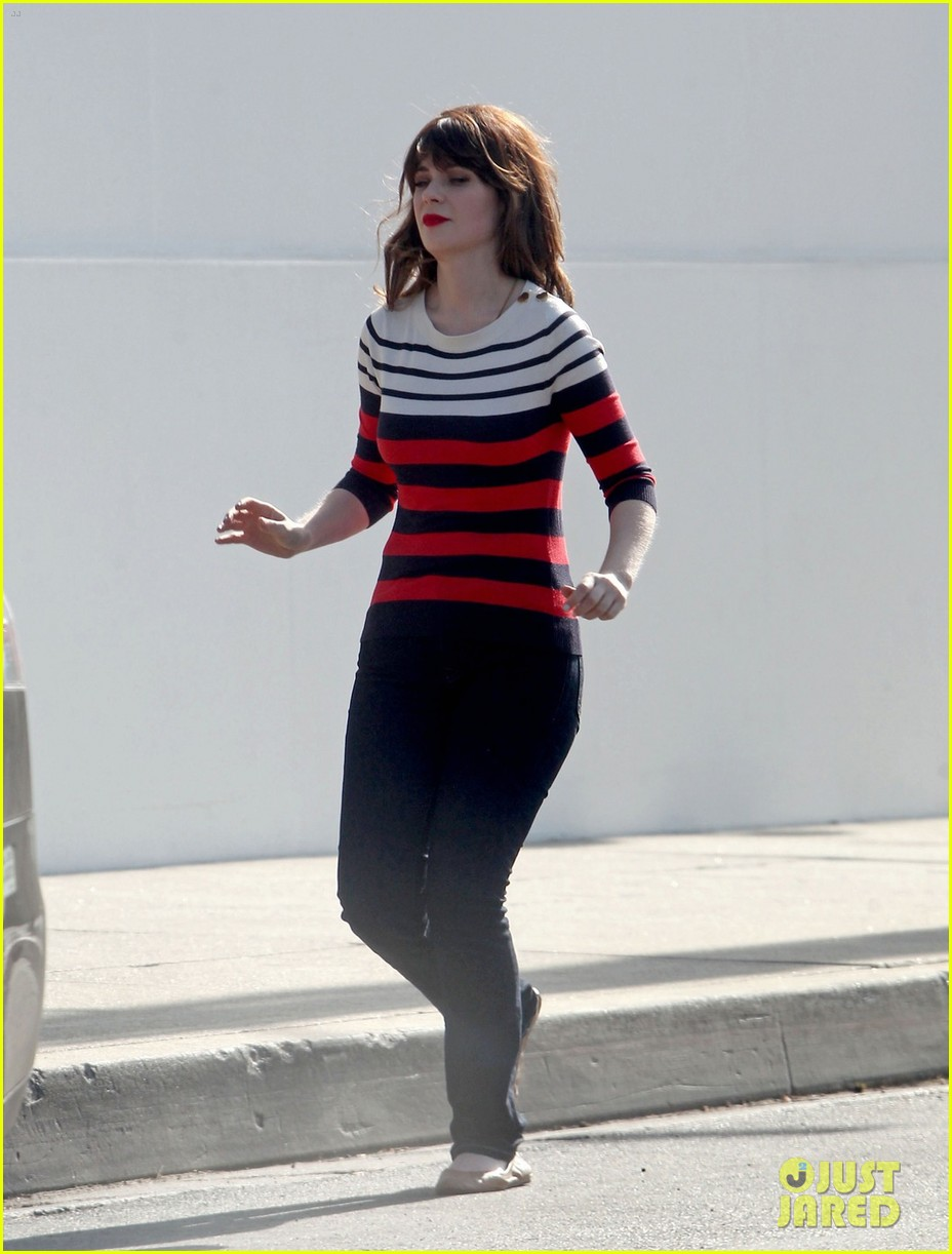 zooey deschanels new best friend forever kaley cuoco 053111224