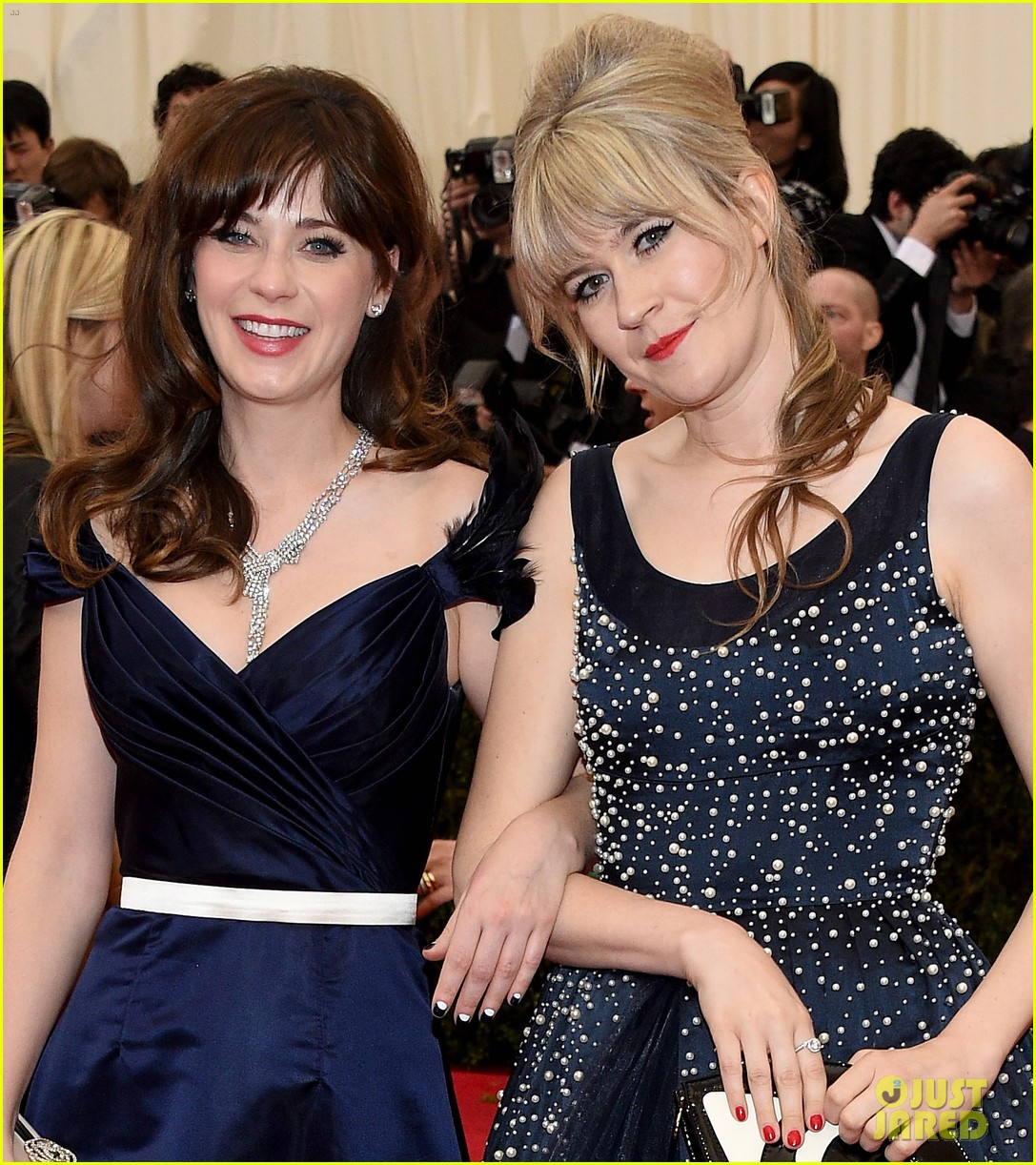 zooey deschanel represents tommy hilfiger on met ball 2014 red carpet 043106227