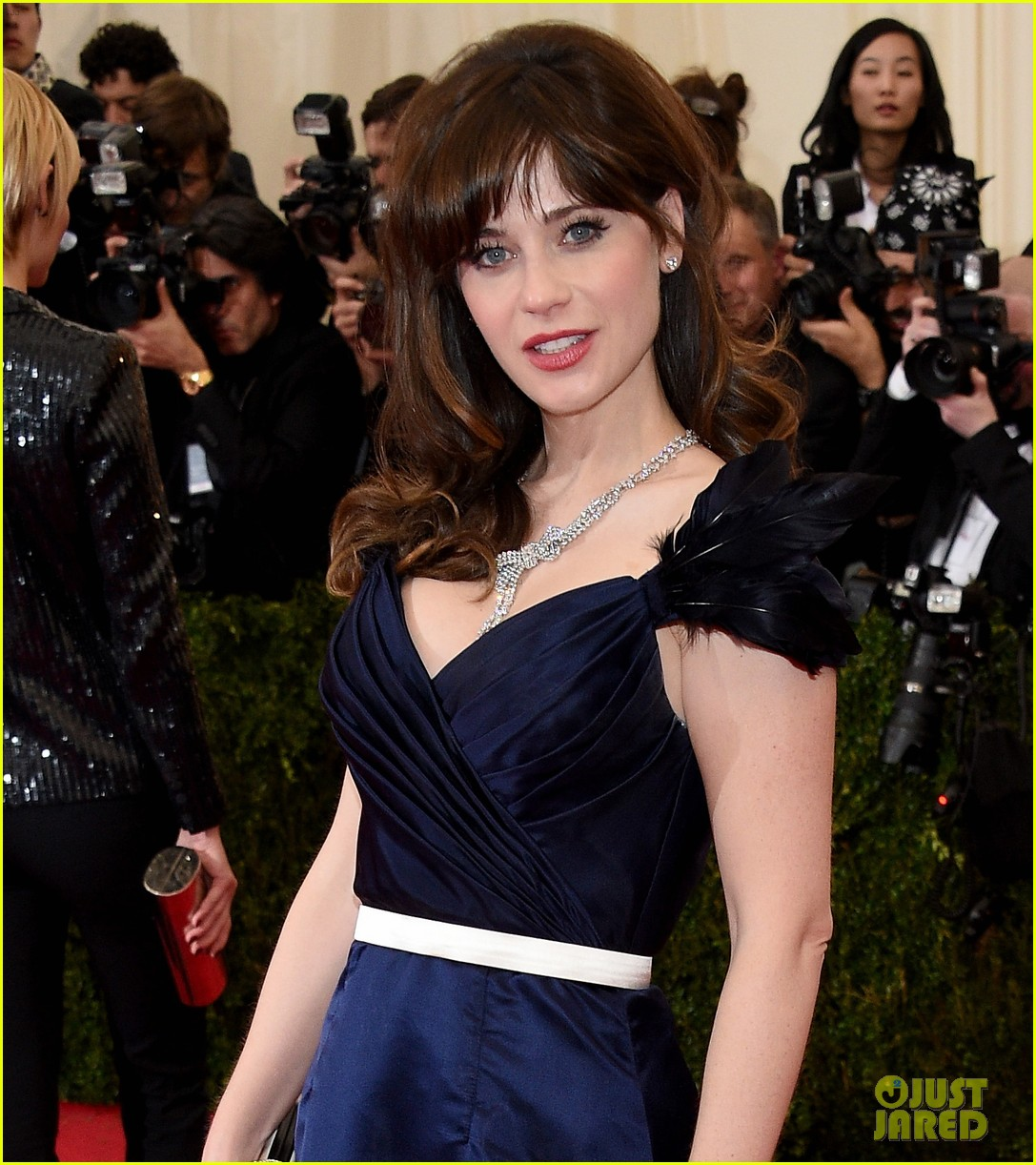 zooey deschanel represents tommy hilfiger on met ball 2014 red carpet 053106228