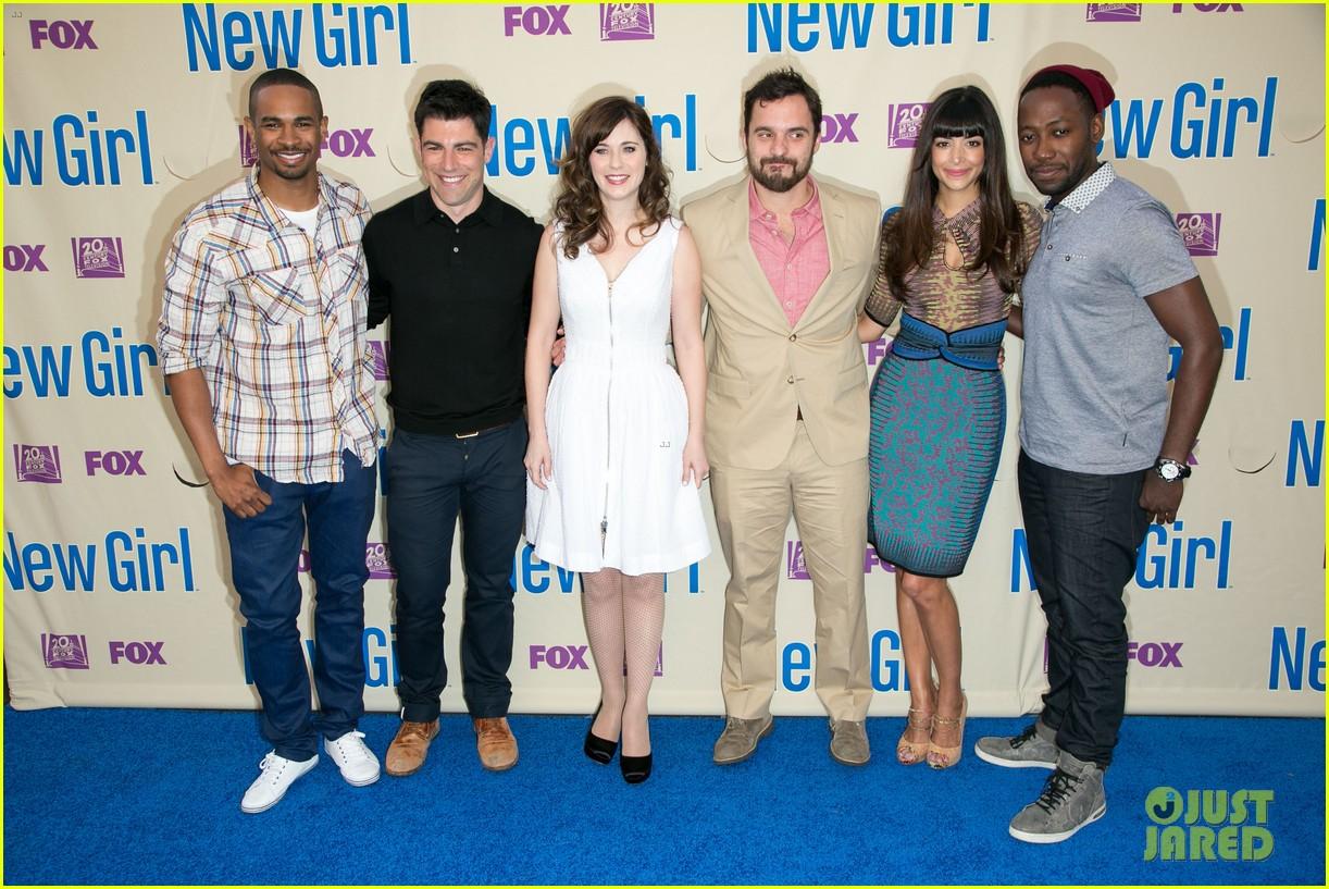 zooey deschanel joins new girl cast for season three finale screening 05