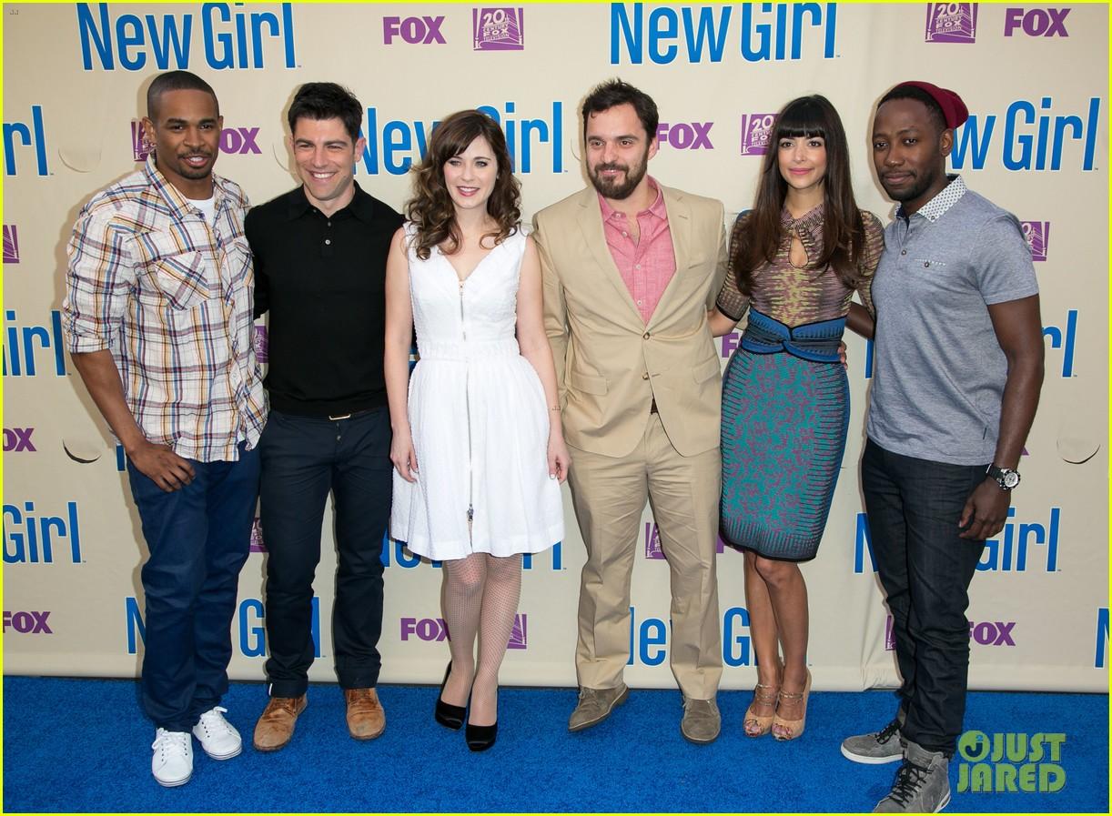 zooey deschanel joins new girl cast for season three finale screening 073109314