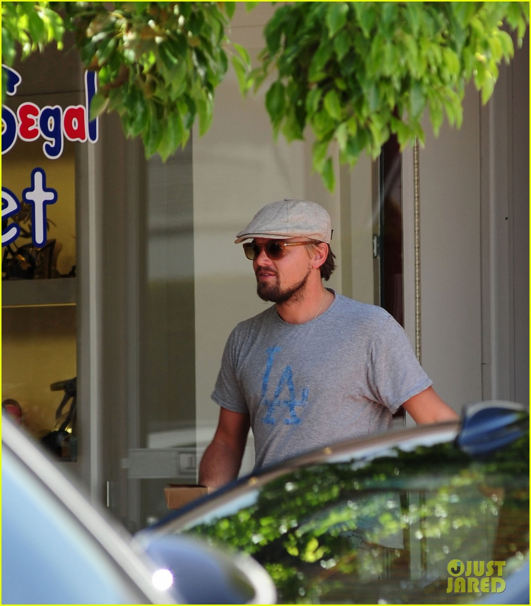 leonardo dicaprio roots for l a dodgers during lunch outing 033102879